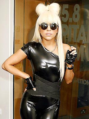 Lady GaGa lanza su propio lápiz labial para ayudar a la caridad