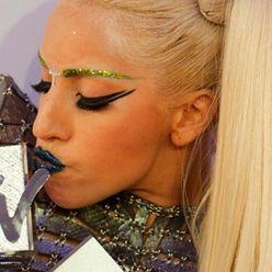 Lady Gaga contesta las llamadas telefónicas de sus fans