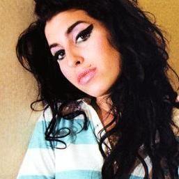 Padre de Amy Winehouse escribirá memorias de la fallecida cantante