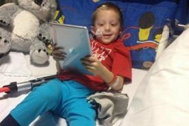 Niño con tumor en cerebro conmueve Facebook con lista de sus últimos deseos