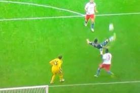 Video: Claudio Pizarro se luce con golazo de chalaca contra el Hamburgo