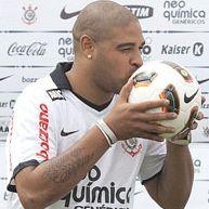 Fútbol brasileño: Corinthians pierde 5 meses a Adriano por lesión