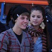 Justin Bieber coge el trasero de Selena Gomez en público