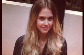 Jessica Alba vuelve a teñirse el cabello de rubio
