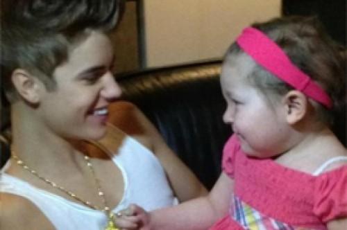 Justin Bieber dedicó el primer concierto de su gira a su 'esposa'
