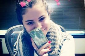 Selena Gomez saluda a sus fans en el Día del Amor