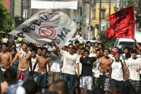 Video: Policía acusa a barristas de Universitario por desatar violencia