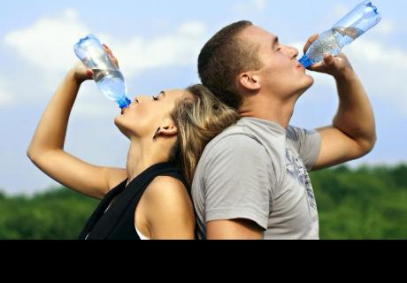 Estos son los mejores momentos del día para beber agua