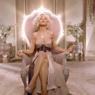 Christina Aguilera lanza su nuevo perfume con sexy publicidad