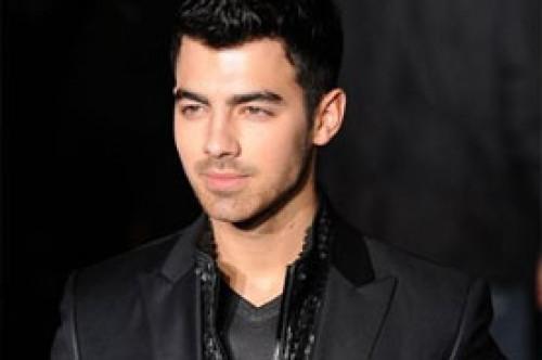 Joe Jonas: Usar ropa ayuda tu creatividad