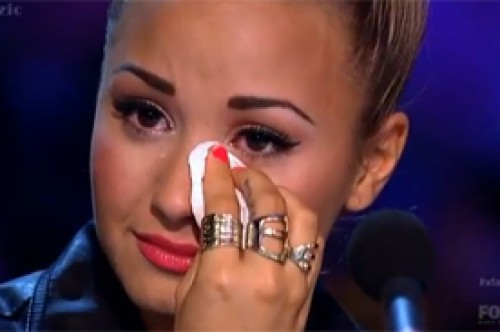 Video: Demi Lovato derrama lágrimas por concursante víctima de bullying