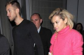 Calvin Harris y Rita Ora confirman relación tomados de la mano