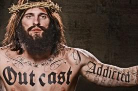 Publicidad de Jesús tatuado causa polémica en ciudad de Texas - VIDEO