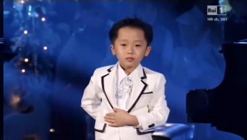 El nuevo Mozart: Niño prodigio toca el piano como los grandes - VIDEO