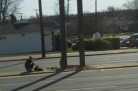 EE.UU: Oficial de la policía salva a perro de ser atropellado - Fotos