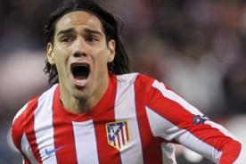 Insólito: Radamel Falcao posó con un tigre en el Vicente Calderón (Video)