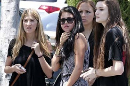 Selena Gomez se pronuncia en Facebook tras incidente con Justin Bieber