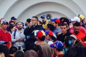 Venezuela: Sacerdote es agredido en intensas manifestaciones
