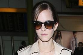 Emma Watson, de vuelta en Reino Unido y muy chic