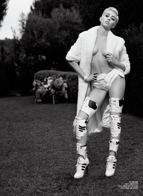 Miley Cyrus se desnuda para sesión de fotos de revista