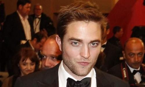 Robert Pattinson feliz al lado de su novia, olvidando así a su expareja Kristen Stewat