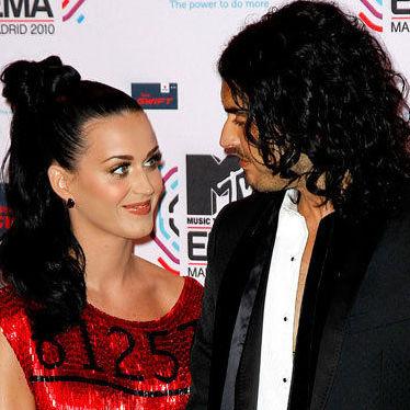 Esposo de Katy Perry niega haberle comprado un tigre como regalo de bodas