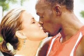 Jamaiquinos acusan de racista a Usain Bolt por tener una novia blanca