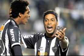 Video: Ronaldinho marcó un 'golazo' como en sus mejores épocas