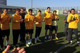 Barcelona: Compañeros reciben a Lionel Messi entre aplausos - Video