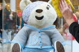 One Direction subasta un oso de peluche con fines solidarios