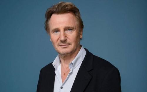 Actor Liam Neeson admitió tener panico a las alturas
