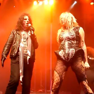 KeSha cantó a dueto con Alice Cooper durante un concierto en Oslo, Noruega