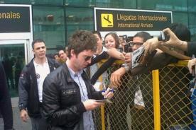 Noel Gallagher llegó a Lima y firmó autógrafos a fans