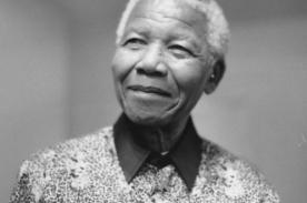 Muerte de Nelson Mandela remece redes sociales