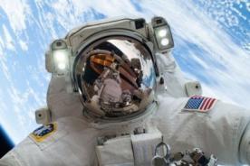 Astronauta relata cómo tuvo contacto con OVNI durante viaje espacial
