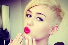 Miley Cyrus asiste a Meet and Greet con polo de Hannah Montana - FOTO