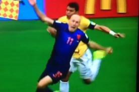 Brasil vs Holanda: Así fue la caída de Arjen Robben [Video] - Mundial Brasil 2014