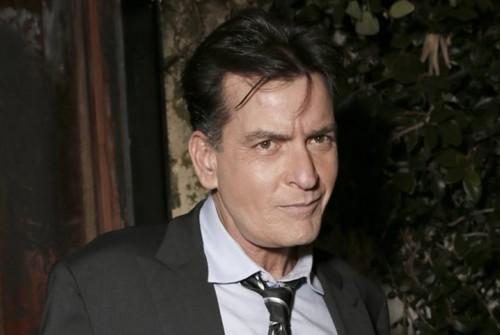 Charlie Sheen es acusado de atacar con cuchillo a dentista