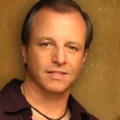 Lima celebrará homenaje a Alberto Plaza esta noche