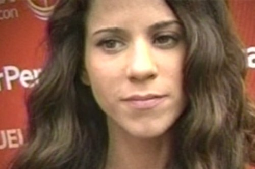 Vanessa Terkes besaría a Roberto Martínez por la Teletón 2012