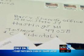 Ladrón arrepentido devuelve dinero que robó de una tienda hace 30 años