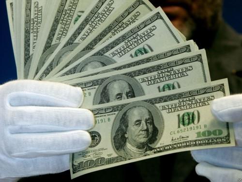 Hombre convierte dinero falso en billetes legítimos - VIDEO