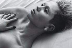 Filtran foto de Miley Cyrus en topless para la revista W