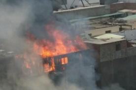 Centro de Lima: Fuerte incendio se registró en Jr. Lampa