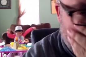 Reacción de padre rockero al ser 'torturado' por su hija con música pop - VIDEO