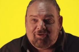 ¡Insólito! Hombre vende su propia vida a cambio de 100 millones de dólares- Video