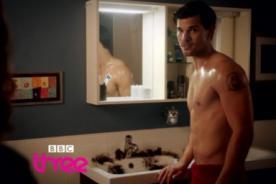 Taylor Lautner vuelve a lucir su torso desnudo para serie de BBC [Video]