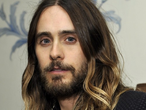 ¿Jared Leto sufrió accidente en los dedos?