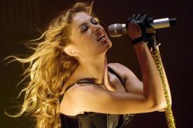 Paulina Rubio sufrió aparatosa caída en pleno concierto [VÍDEO]