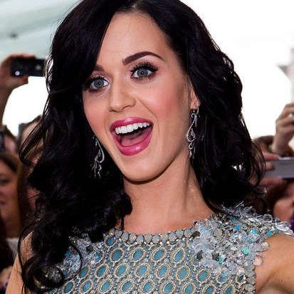 Katy Perry: Vestido de su videoclip I Kissed A Girl será subastado
